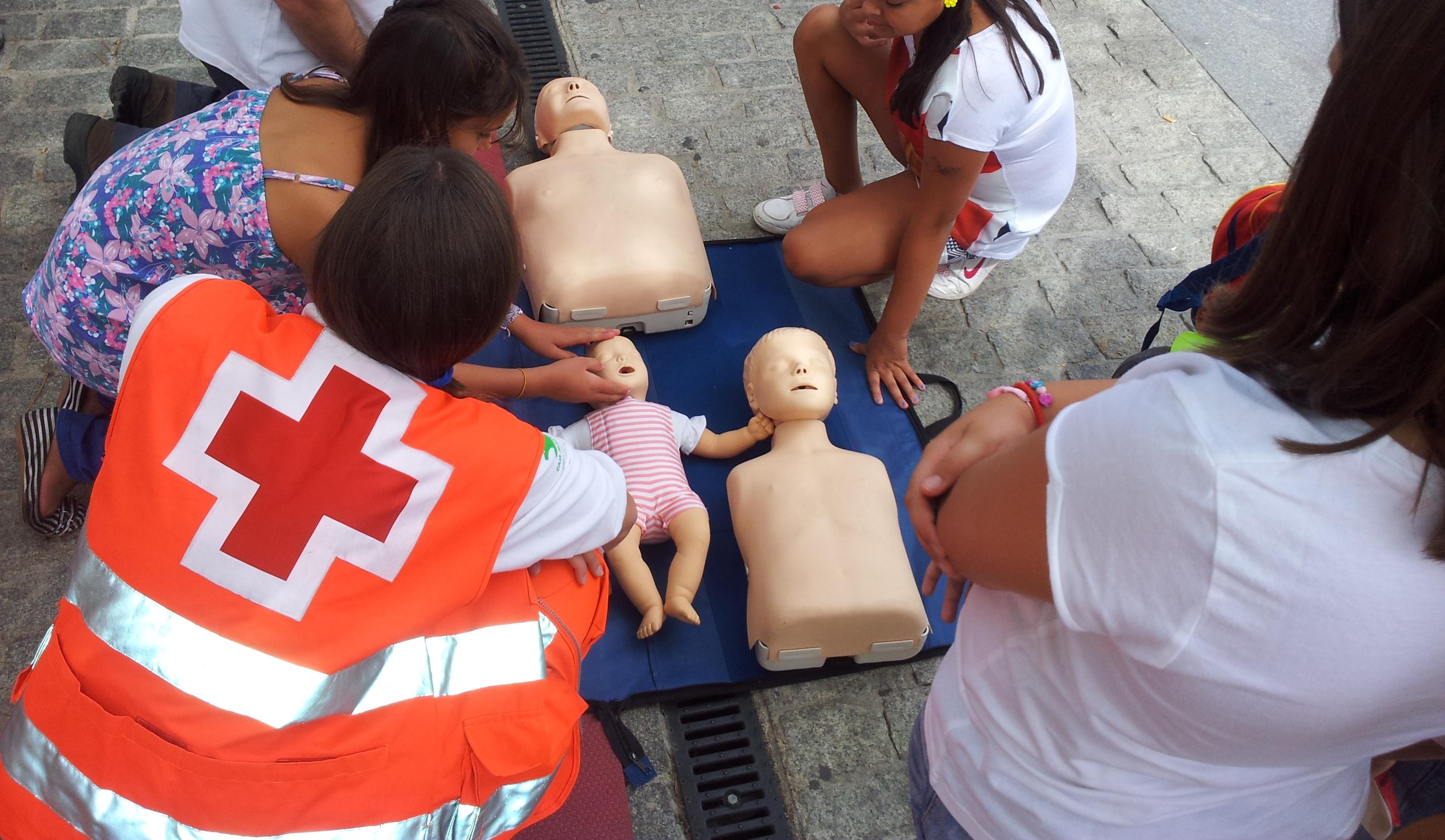 Resultado de imagen de fotos de formación en primeros auxilios cruz roja gipuzkoa